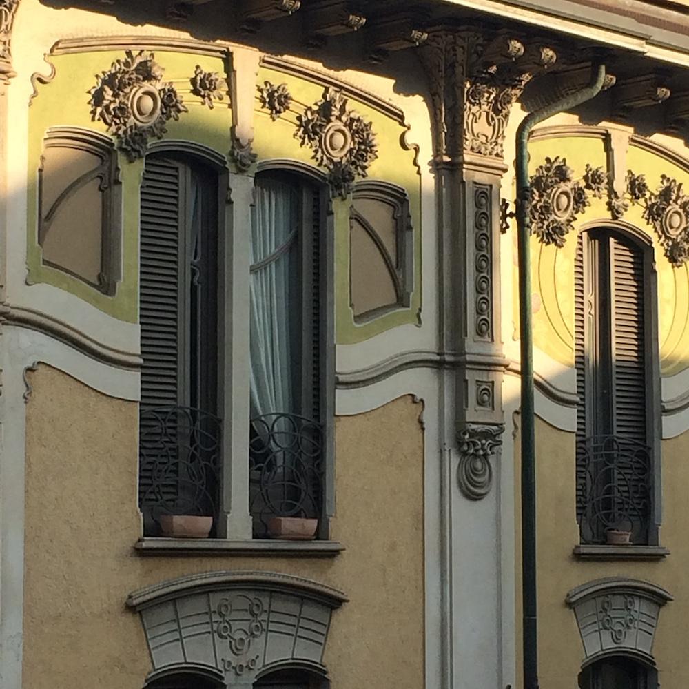 Walking private tour Turin facade