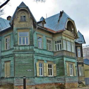wooden green house in Kipsala - the other side of the Daugava river - Riga Art Nouveau Private Tours